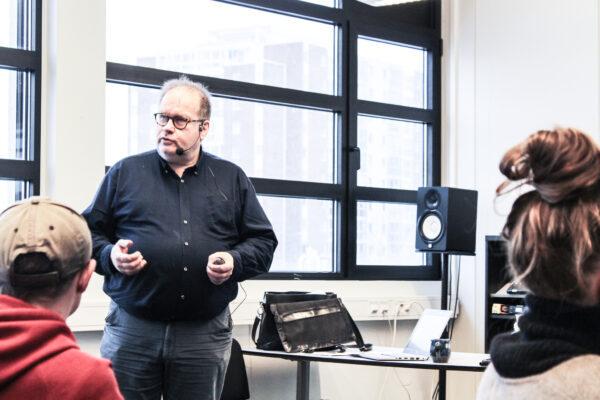 Dagfinn Bjørgen foreleser (bilde)
