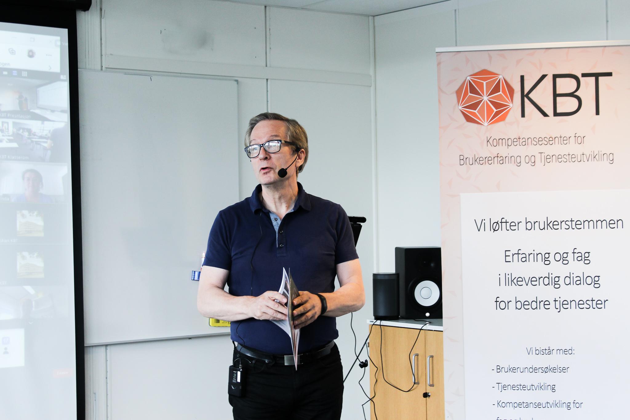 Rektor Karl Johan Johansen holder tale (bilde)