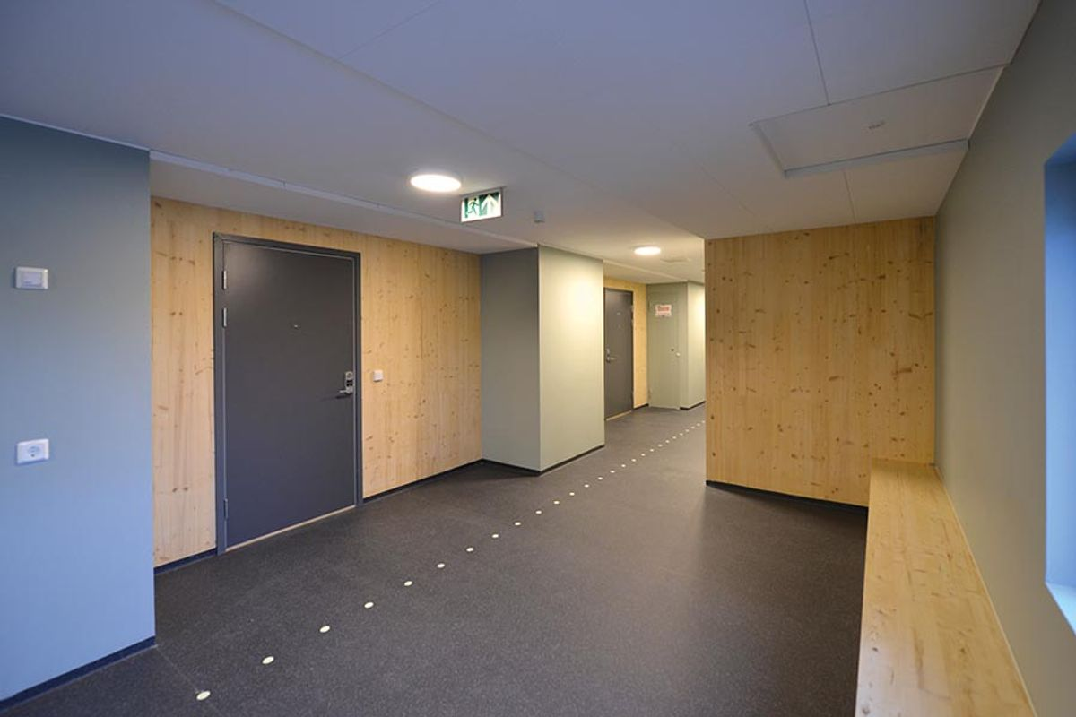 Hallway with benches (image)